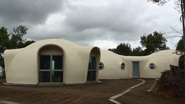 Dom kopułowy w wersji rozbudowanej